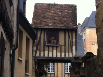Old city Le Mans, do you see him?